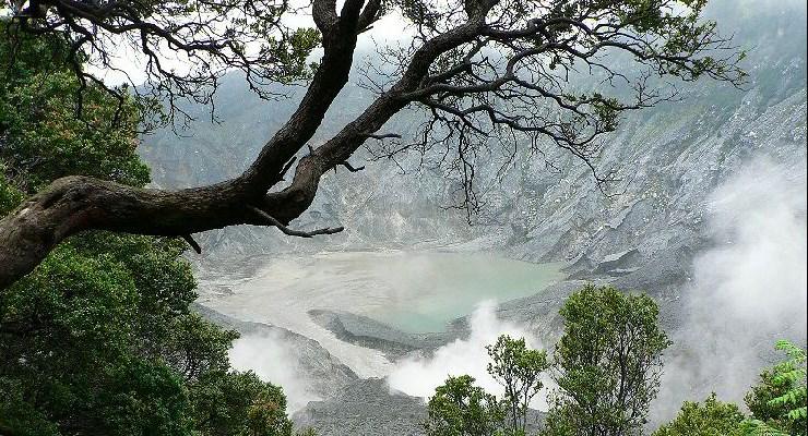 Wisata-Gunung-Tangkuban-Perahu aidatours